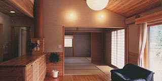 【Works 1-3】丹波杉・太陽光発電の家